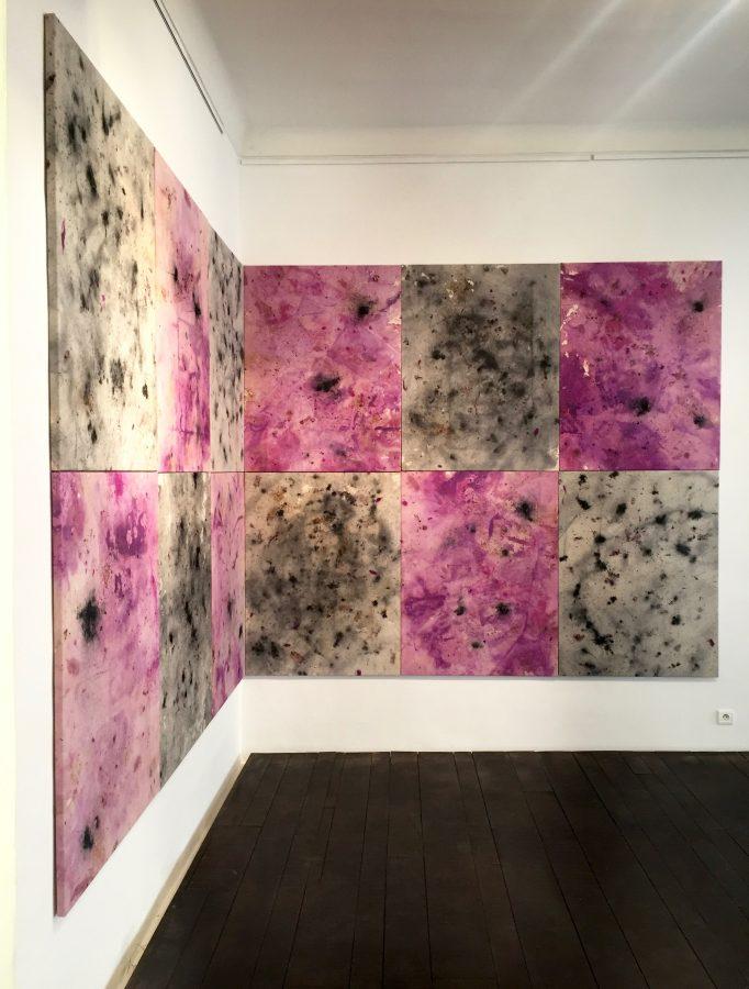 AU SUD DES NUAGES <p>Vue d'ensemble<br /> Yiliang (1 à 12)<br /> Rose, rose macérée, rose brûlée sur toile<br /> 116 x 89 cm<br /> 2018</p>  - Helenbeck Gallery Nice